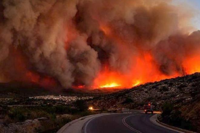 Για τρίτη μέρα στις φλόγες η Ζάκυνθος