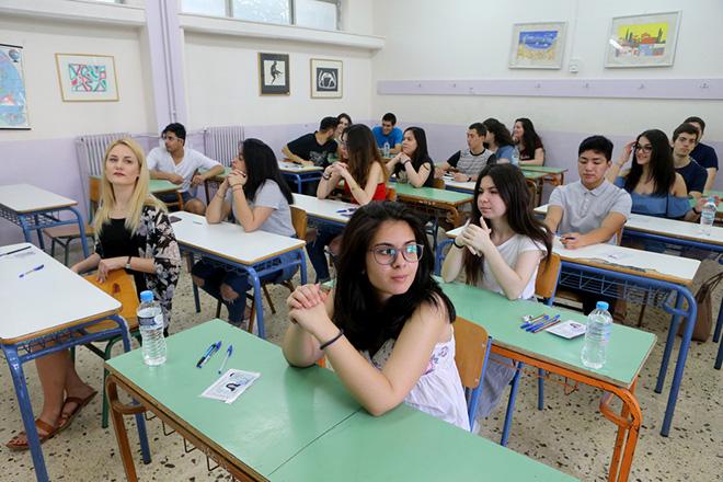 Μαθητές σε λύκειο στους Αμπελόκηπους , Τρίτη 6 Ιουνίου 2017. Ξεκίνησαν με το μάθημα της Ελληνικής Γλώσσας  οι Πανελλαδικές Εξετάσεις 2017. ΑΠΕ-ΜΠΕ/ΑΠΕ-ΜΠΕ/Παντελής Σαίτας
