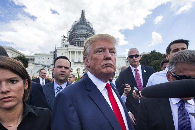 Το αμερικανικό υπουργείο Δικαιοσύνης αδειάζει τον Τραμπ για τις θεωρίες παρακολουθήσεων
