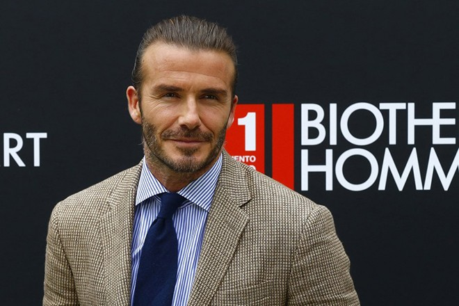 epa06039720 British former soccer midfielder David Beckham poses during a promotional act in Madrid, Spain, 20 June 2017.  EPA/J.P.GANDUL