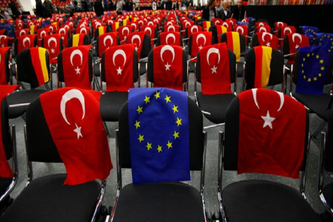 Την εξασφάλιση της χρηματοδότησης της συμφωνίας ΕΕ-Τουρκίας ζητά η Κομισιόν από τα κράτη-μέλη