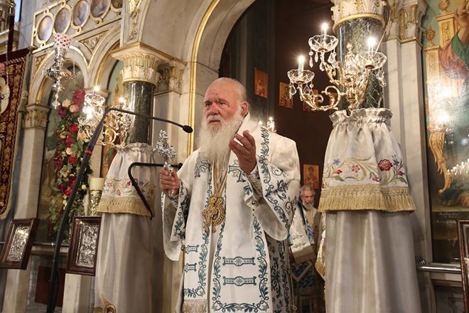 """Ο Αρχιεπίσκοπος Αθηνών και πάσης Ελλάδος, κ.κ. Ιερώνυμος, χοροστατεί στο πανηγυρικό πολυαρχιερατικό συλλείτουργο της Επετείου της Κοιμήσεως της Θεοτόκου και της συμπλήρωσης 150 ετών από τα εγκαίνια του ιερού ναού της """"Μεγάλης"""" Παναγίας, Αγίου Δημητρίου Θηβών, Τρίτη 15 Αυγούστου 2017, ΑΠΕ-ΜΠΕ/ ΑΠΕ-ΜΠΕ/ ΣΥΜΕΛΑ ΠΑΝΤΖΑΡΤΖΗ"""