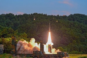 epa06182556 A handout photo made available by the South Korea Defense Ministry shows a Hyunmoo-2 missile being launched at an undisclosed location on the east coast of South Korea, 04 September 2017, as the South Korean military conducts a combined live-fire exercise in response to North Korea's sixth nuclear test a day earlier. The training involved the country's Hyunmoo ballistic missile and F-15K fighter jets.  EPA/SOUTH KOREA DEFENSE MINISTRY / H  EPA-EFE/SOUTH KOREA DEFENSE MINISTRY / H  HANDOUT EDITORIAL USE ONLY/NO SALES