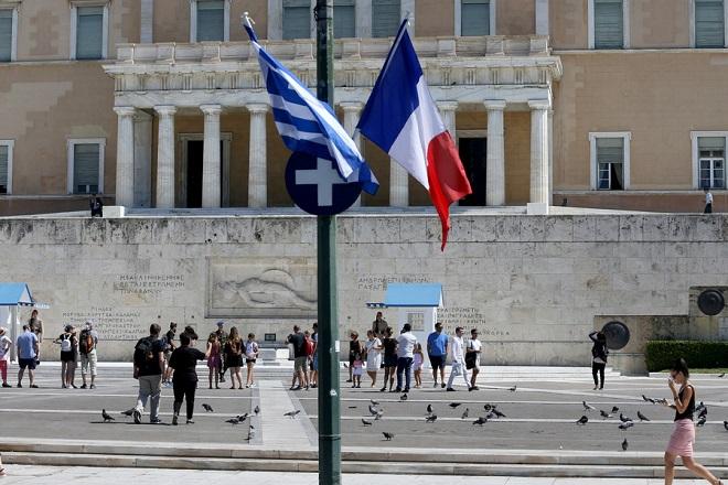 Ελληνικές και γαλλικές σημαίες στον Άγνωστο Στρατιώτη λόγω της επίσκεψης του Γάλλου Πρόεδρου Μανουέλ Μακρόν Τετάρτη 6 Σεπτεμβρίου 2017. ΑΠΕ-ΜΠΕ/ΑΠΕ-ΜΠΕ/Παντελής Σαίτας