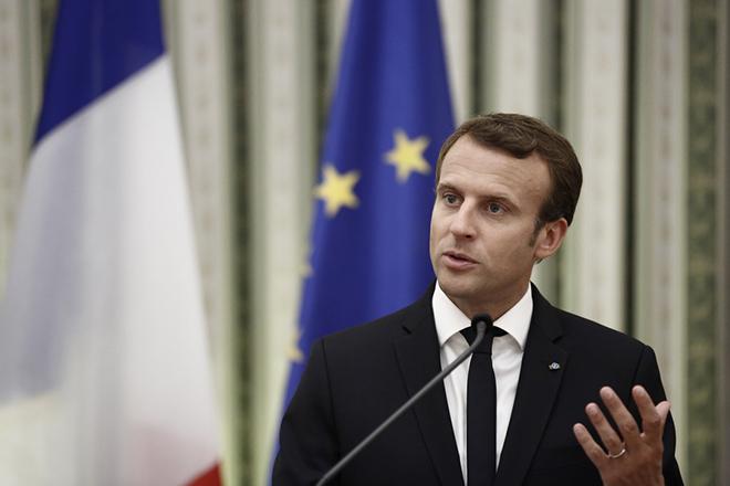 Ο Πρόεδρος της Δημοκρατίας Προκόπης Παυλόπουλος (δεν εικονίζεται) με τον Πρόεδρο της Γαλλικής Δημοκρατίας Emmanuel Macron  κάνουν δηλώσεις κατά τη διάρκεια της συνάντησής τους, στο Προεδρικό Μέγαρο, Πέμπτη 7 Σεπτεμβρίου 2017. Ο Γάλλος Πρόεδρος βρίσκεται στην Αθήνα για διήμερη επίσημη επίσκεψη μετά από πρόσκληση του Προέδρου της Δημοκρατίας Προκόπη Παυλόπουλου. ΑΠΕ-ΜΠΕ/ΑΠΕ-ΜΠΕ/ΓΙΑΝΝΗΣ ΚΟΛΕΣΙΔΗΣ