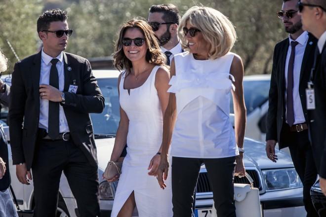 Η σύζυγος του Γάλλου Προέδρου Εμανουέλ Μακρόν,  Μπριζίτ  Μακρόν με τη σύντροφο του πρωθυπουργού  Αλέξη Τσίπρα,  Μπέτυ Μπαζιάνα επισκέπτονται την Ακρόπολη, Πέμπτη 7 Σεπτεμβρίου 2017. Ο Γάλλος Πρόεδρος βρίσκεται στην Αθήνα για διήμερη επίσημη επίσκεψη μετά από πρόσκληση του Προέδρου της Δημοκρατίας Προκόπη Παυλόπουλου. ΑΠΕ-ΜΠΕ/ΑΠΕ-ΜΠΕ/ΠΑΝΑΓΙΩΤΗΣ ΜΟΣΧΑΝΔΡΕΟΥ