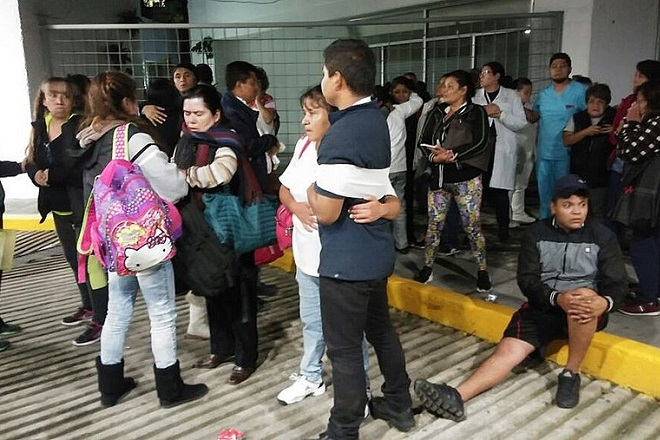 Earthquake of magnitude 8 on the Richter scale shakes Mexico City