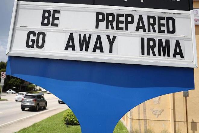 Συναγερμός στη Φλόριντα: Ενισχυμένος έφτασε στις ακτές της ο κυκλώνας Ίρμα