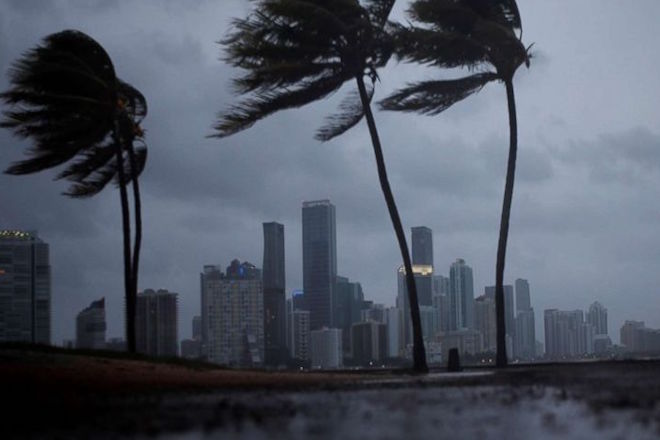 Ενδείξεις εξασθένησης σε τροπική καταιγίδα για την Ίρμα