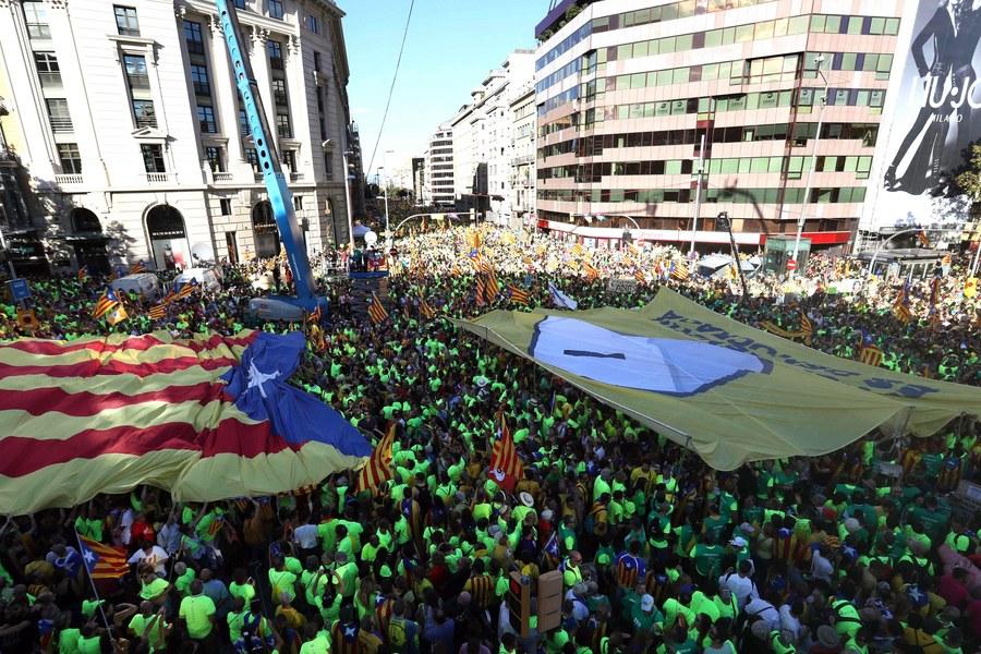 Η εισαγγελία της Καταλονίας ζητά από την αστυνομία να απαγορεύσει το δημοψήφισμα