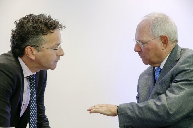 Dutch Finance Minister and President of Eurogroup Jeroen Dijsselbloem (L) and German Finance Minister Wolfgang Schaeuble (R) speak at the start of the Annual meeting of the Board of Governors of the European Stability Mechanism (ESM) in Luxembourg, 15 June 2017. The meeting is being held ahead of the monthly Eurogroup meeting.  EPA/JULIEN WARNAND