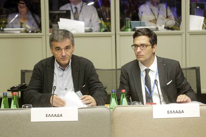 epa06206075 Greek Minister of Finance Euclid Tsakalotos (L) and an unidentified aide prior an informal meeting of Eurogroup finance ministers, in Tallinn, Estonia, 15 September 2017. Finance Ministers of the Eurogroup countries met to discuss of how to increase economic resilience in the Economic and Monetary Union (EMU).  EPA/Valda Kalnina