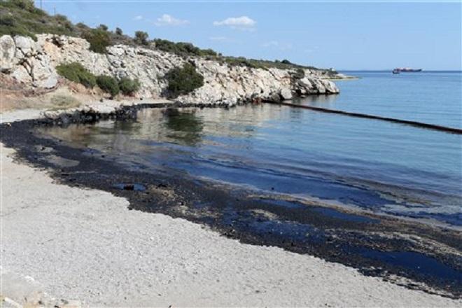 Έρευνες του λιμενικού και στα καύσιμα του Blue Star Patmos