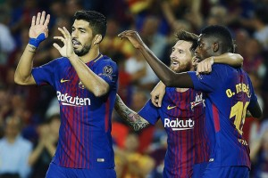 epa06200931 FC Barcelona's Lionel Messi (C) jubilates with team mates Luis Suarez (L) and Ousmane Dembele scoring a goal during the UEFA Champions League match between FC Barcelona and Juventus FC, in Barcelona, Catalonia, Spain, 12 September 2017.  EPA/ALEJANDRO GARCIA