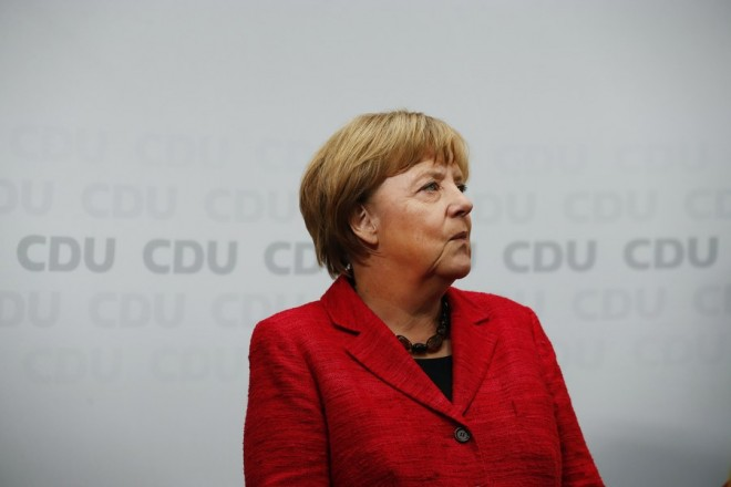 epaselect epa06214014 German Chancellor Angela Merkel looks on in an election campaign event of the Christian Democratic Union party (CDU) in Wismar, north Germany, 19 September 2017. General elections in Germany are scheduled for 24 September 2017.  EPA/FELIPE TRUEBA