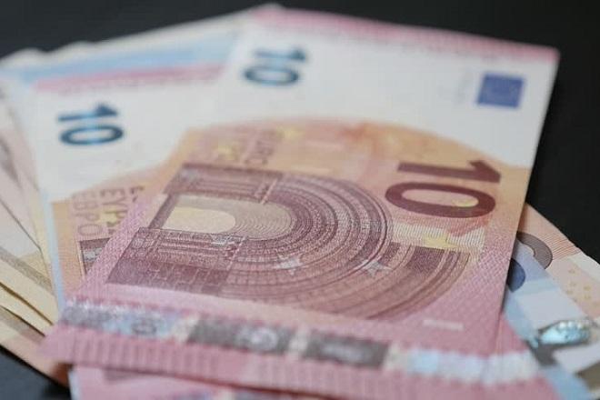 Ποιοι δικαιούνται το κοινωνικό μέρισμα των 1.000 ευρώ