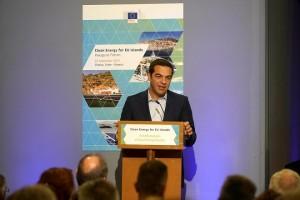 Ο πρωθυπουργός Αλέξης Τσίπρας μιλά στο Φόρουμ «Καθαρή Ενέργεια για τα Νησιά της ΕΕ», στο Κέντρο Μεσογειακής Αρχιτεκτονικής, στα Χανιά, Παρασκευή 22 Σεπτεμβρίου 2017. Από το Φόρουμ της Κρήτης, ο πρωθυπουργός, μεταξύ άλλων,  υπενθύμισε ότι η Ελλάδα είναι η μόνη χώρα παραγωγής λιγνίτη στην Ευρωπαϊκή Ένωση, η οποία πιέζει για την υιοθέτηση αυστηρότερων ορίων όσον αφορά τις εκπομπές. Επισήμανε τις πολύπλευρες προσπάθειες και τη συμβολή της στη μετάβαση στην καθαρής ενέργειας. ΑΠΕ-ΜΠΕ/ΑΠΕ-ΜΠΕ/ΠΑΤΤΑΚΟΣ ΠΕΤΡΟΣ