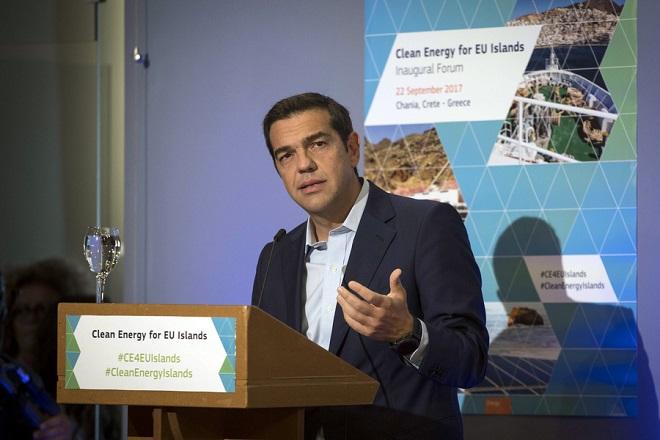 (Ξένη Δημοσίευση) Ο πρωθυπουργός Αλέξης Τσίπρας μιλά στο Φόρουμ «Καθαρή Ενέργεια για τα Νησιά της ΕΕ», στο Κέντρο Μεσογειακής Αρχιτεκτονικής, στα Χανιά, Παρασκευή 22 Σεπτεμβρίου 2017. Από το Φόρουμ της Κρήτης, ο πρωθυπουργός, μεταξύ άλλων,  υπενθύμισε ότι η Ελλάδα είναι η μόνη χώρα παραγωγής λιγνίτη στην Ευρωπαϊκή Ένωση, η οποία πιέζει για την υιοθέτηση αυστηρότερων ορίων όσον αφορά τις εκπομπές. Επισήμανε τις πολύπλευρες προσπάθειες και τη συμβολή της στη μετάβαση στην καθαρής ενέργειας. ΑΠΕ-ΜΠΕ/ΓΡΑΦΕΙΟ ΤΥΠΟΥ ΠΡΩΘΥΠΟΥΡΓΟΥ/Andrea Bonetti