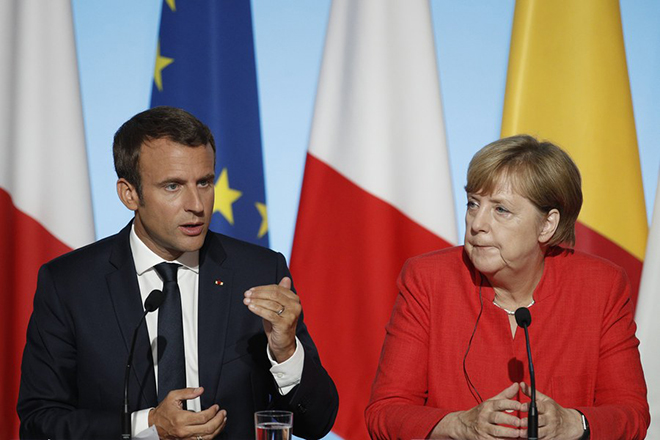 epa06168946 French President Emmanuel Macron and German Chancellor Angela Merkel attend a press conference at the Elysee Palace in Paris, France, 28 August 2017. Leaders from Germany, Spain, Italy and the EU meet with their counterparts from Niger, Chad and Libya in Paris for discussions on how to stem economic migration. The meeting is organized by French President Macron.  EPA/YOAN VALAT