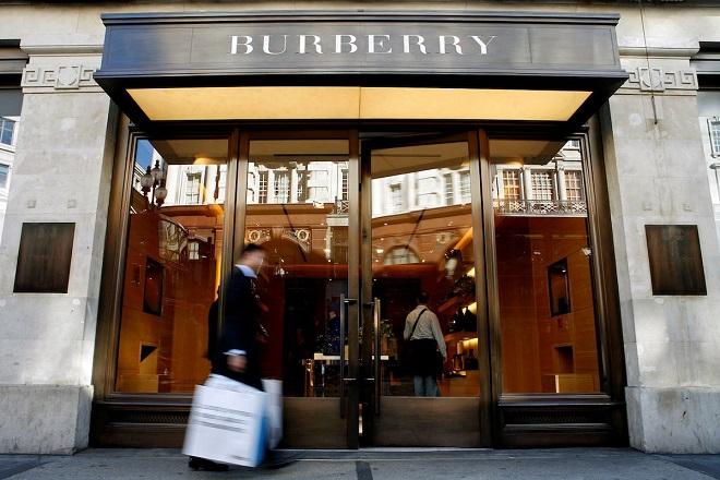 Οίκος Burberry: Τέλος στην καύση προϊόντων και την χρήση αληθινής γούνας