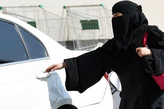 Η Σαουδική Αραβία επιτρέπει -πλέον- στις γυναίκες να οδηγούν