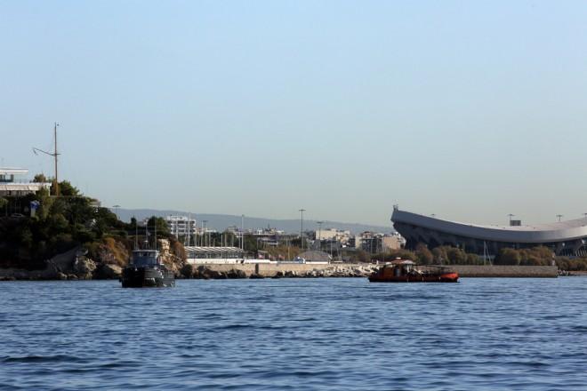 Αντιρρυπαντικά πλοία παίρνουν μέρος στην προσπάθεια καθαρισμού της θάλασσας από την πετρελαιοκηλίδα που σημειώθηκε μετά τη βύθιση του δεξαμενόπλοιου «ΑΓ.ΖΩΝΗ ΙΙ» στον Σαρωνικό, Πέμπτη 14 Σεπτεμβρίου 2017. ΑΠΕ-ΜΠΕ / ΑΠΕ-ΜΠΕ / ΑΛΕΞΑΝΔΡΟΣ ΜΠΕΛΤΕΣ
