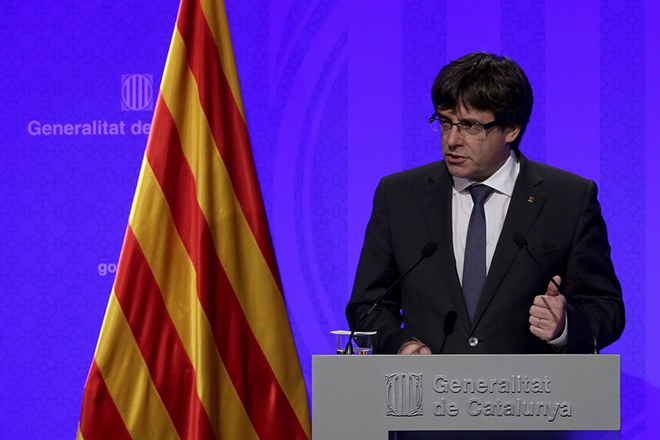 epa06239942 Catalan President, Carles Puigdemont, gives a press conference, in Barcelona, northeastern Spain, 02 October 2017. Puigdemont asked for an 'international mediation' to deal with the current situation in Catalonia and claimed for the 'withdrawal of the police forces' deployed in the region. Catalonia held the previous day an independence referendum, that was celebrated in spite of it had been banned by the Constitutional Court. A day after of the illegal referendum, a high tension atmosphere is present between the Catalan Government and the Spanish central Government after the consequent police forces' actions, with an open door to a possible unilateral declaration of independence by the Catalan Government.  EPA/ALBERTO ESTEVEZ
