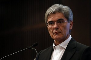 epa06229724 Siemens CEO Joe Kaeser and Alstom CEO  Henri Poupart-Lafarge (unseen) hold a press conference about the merger of the two companies in Paris, France, 27 September 2017. Siemens and Alstom agreed to merge their rail business.  EPA/ETIENNE LAURENT