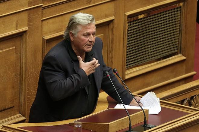 Ο ειδικός αγορητής των ΑΝΕΛ Δημήτρης Παπαχριστόπουλος μιλάει στη συνεδρίαση της Ολομέλειας της Βουλής κατά τη συζήτηση και ψήφιση των μέτρων για το κλείσιμο της β' αξιολόγησης, Αθήνα, την Τετάρτη 17 Μαΐου 2017. ΑΠΕ-ΜΠΕ/ΑΠΕ-ΜΠΕ/ΣΥΜΕΛΑ ΠΑΝΤΖΑΡΤΖΗ
