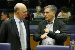 epa06254585 Pierre Moscovici, the European Commissioner for Economic and Financial Affairs, Taxation and Custom (L) and Greek Finance Minister Euclid Tsakalotos (R) at the start of the Eurogroup meeting in Luxembourg, 09 October 2017. The Eurogroup will exchange views on the possible future roles and tasks of the European Stability Mechanism (ESM) in the context of the ongoing broader debate on the future of the Economic and Monetary Union.  EPA/JULIEN WARNAND