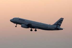 """Αεροσκάφος της Aegean Airlines απογειώνεται από το αεροδρόμιο """"Ελευθέριος Βενιζέλος"""", Πέμπτη 01 Οκτώβρη 2009."""