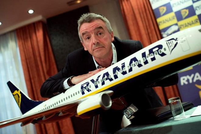 Η Ryanair εκλιπαρεί τους πιλότους της να παραμείνουν στην εταιρεία
