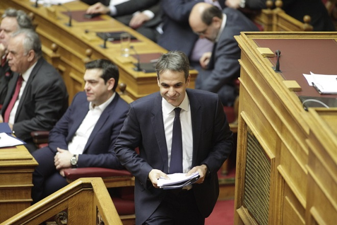 «Μετωπική» Τσίπρα  – Μητσοτάκη στη Βουλή για τα Πανεπιστήμια (βίντεο)