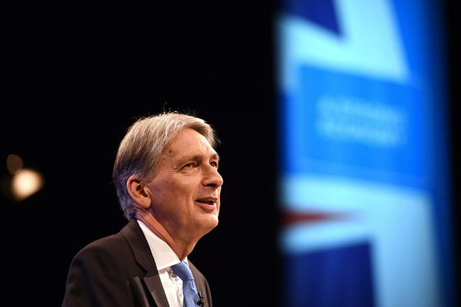 epa06240002 Britain's Chancellor of the Exchequer, Philip Hammond delivers his speech during the second day of Conservative Party Conference in Manchester, Britain, 02 October 2017. The conference will run from 01-04 of October 2017.  EPA/FACUNDO ARRIZABALAGA