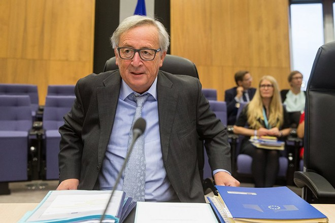 epa06258457 EU Commission President Jean-Claude Juncker at the start of weekly college meeting of the European Commission in Brussels, Belgium, 11 October 2017.  EPA/STEPHANIE LECOCQ