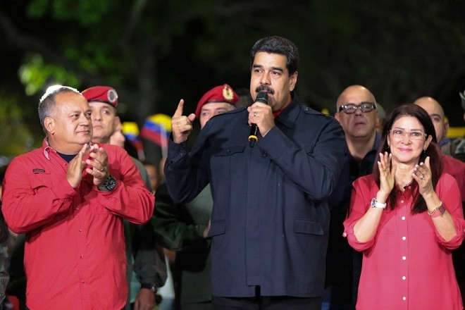 epa06268519 A handout photo made available by Miraflores Palace Press shows Venezuelan President Nicolas Maduro (C) speaking during an address after the official results of the regional elections are published, in Caracas, Venezuela, 15 October 2017. The ruling Socialist Party won the majority of the 23 contested governor's offices.  EPA/MIRAFLORES PALACE / HANDOUT  HANDOUT EDITORIAL USE ONLY/NO SALES