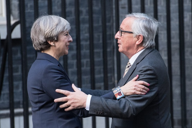 LONDON, ENGLAND - APRIL 26:  Britain's Prime Minister, Theresa May, greets European Commission president, Jean-Claude Juncker, as he arrives at 10 Downing Street on April 26, 2017 in London, England. Prime Minister May is to hold her first major talks with E.U leaders since calling a general election in a bid to strengthen her position in forthcoming Brexit negotiations.  (Photo by Carl Court/Getty Images)