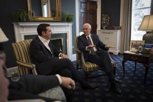 (Ξένη Δημοσίευση)  Ο Αντιπρόεδρος των Ηνωμένων Πολιτειών, Mike Pence (Δ) συνομιλεί με τον πρωθυπουργό Αλέξη Τσίπρα (Δ), κατά τη διάρκεια της συνάντησής τους, την Τετάρτη 18 Οκτωβρίου 2017, στην Ουάσιγκτον.  Ο πρωθυπουργός που πραγματοποιεί πενθήμερη επίσκεψη στις ΗΠΑ, είχε συναντήθηκε  με τον Πρόεδρο των Ηνωμένων Πολιτειών, Donald Trump, με τη Γενική Διευθύντρια του Διεθνούς Νομισματικού Ταμείου, Christine Lagarde και τον Αντιπρόεδρο, Mike Pence.  ΑΠΕ-ΜΠΕ/ΓΡΑΦΕΙΟ ΤΥΠΟΥ ΠΡΩΘΥΠΟΥΡΓΟΥ/Andrea Bonetti