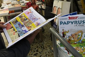 epa04988844 A man reads the 36th album of the adventures of Asterix and Obelix entitled 'Le Papyrus de Cesar' (Caesar's Papyrus) at a bookshop in Bordeaux, France, 22 October 2015. The second comic book of the adventures of the two Gauls created by French cartoonist Didier Conrad and scenarist Yves Ferri was released worldwide on 22 October.  EPA/CAROLINE BLUMBERG