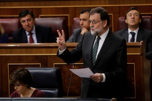 epa06272662 Spanish Prime Minister, Mariano Rajoy, delivers a speech during Question Time at the Lower House in Madrid, Spain, 18 October 2017.  EPA/Juan Carlos Hidalgo