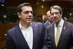Ο πρωθυπουργός Αλέξης Τσίπρας (Α)  συνομιλεί με τον Πρόεδρο της Κυπριακής Δημοκρατίας Νίκο Αναστασιάδη (Δ), στη σύνοδο του Ευρωπαϊκού Συμβουλίου, την Πέμπτη 19 Οκτωβρίου 2017, στην έδρα του Ευρωπαϊκού Συμβουλίου, στις Βρυξέλλες. Οι εργασίες της Συνόδου θα επικεντρωθούν στο Θεματολόγιο των Ηγετών (Leaders' Agenda) που θα καθοδηγήσει τη δράση της ΕΕ ως τον Ιούνιο του 2019, τη μετανάστευση, την ψηφιακή Ευρώπη, την άμυνα, τις εξωτερικές σχέσεις, καθώς και τις διαπραγματεύσεις για την αποχώρηση του Ηνωμένου Βασιλείου (Brexit). .  ΑΠΕ-ΜΠΕ/consilium.europa.eu/Mario Salerno