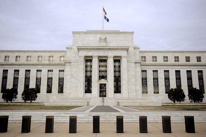 Νέα «ένεση» ρευστότητας στις αμερικανικές τράπεζες από τη Fed