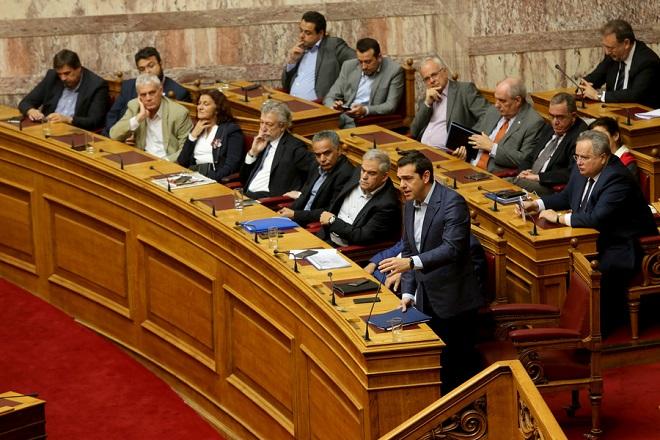 Ο πρωθυπουργός Αλέξης Τσίπρας μιλά στην Ολομέλεια της Βουλής κατά τη διάρκεια της «Ώρας του Πρωθυπουργού» , Παρασκευή 27 Οκτωβρίου 2017. Στην «Ώρα του Πρωθυπουργού» απάντησε ο πρωθυπουργός Αλέξης Τσίπρας στην ερώτηση που κατέθεσε ο Σταύρος Θεοδωράκης σχετικά με τα F-16 και τη Συμφωνία Αμοιβαίας Αμυντικής Συνεργασίας μεταξύ Ελλάδας και ΗΠΑ.  ΑΠΕ-ΜΠΕ/ΑΠΕ-ΜΠΕ/Παντελής Σαίτας
