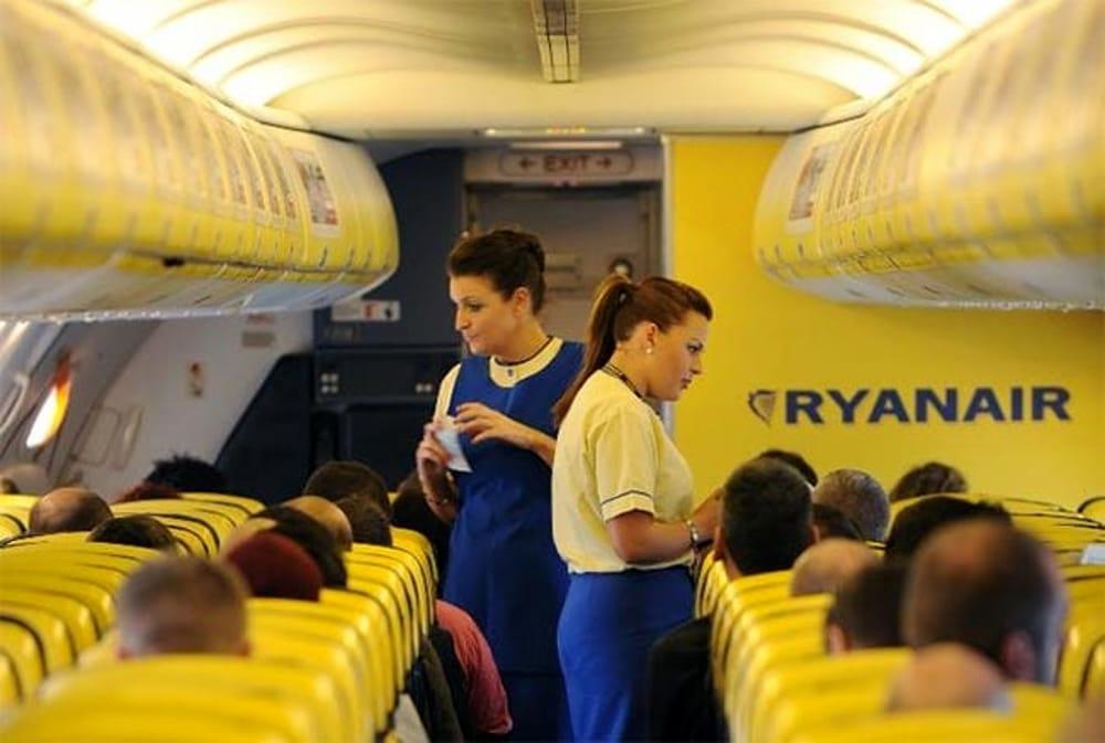 Η Ryanair προσλαμβάνει προσωπικό από την Ελλάδα – Τι πρέπει να ξέρετε