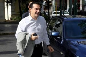 Ο πρωθυπουργός και πρόεδρος του ΣΥΡΙΖΑ Αλέξης Τσίπρας προσέρχεται στα γραφεία του κόμματος για να προεδρεύσει στη συνεδρίαση της Πολιτικής Γραμματείας του ΣΥΡΙΖΑ , Δευτέρα 30 Οκτωβρίου 2017. ΑΠΕ-ΜΠΕ/ΑΠΕ-ΜΠΕ/Παντελής Σαίτας