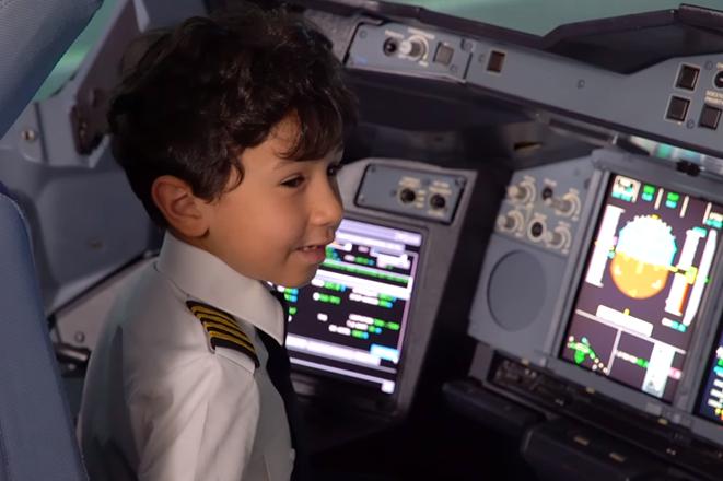 Η αεροπορική εταιρεία που άφησε ένα 6χρονο παιδί να πιλοτάρει