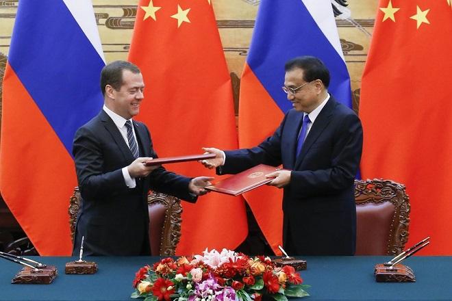 Στενότερη οικονομική συνεργασία που να παρακάμπτει τις ΗΠΑ θέλουν Ρωσία και Κίνα