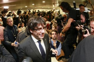 epa06299609 Dismissed Catalonian regional President Carles Puigdemont (front) arrives for a press conference at Press club in Brussels, Belgium, 31 October 2017. Puigdemont was dismissed from the post after Spanish Government implemented the Spanish Constitution's article 155 in response to the Catalan Parliament's vote in favor of declaring independence. On 30 October Spanish Attorney-General's office has filed a complaint against dismissed Catalonian regional President, Carles Puigdemont, and his Cabinet for the alleged offenses of rebellion, sedition and embezzlement before Audiencia Nacional Court.  EPA/OLIVIER HOSLET