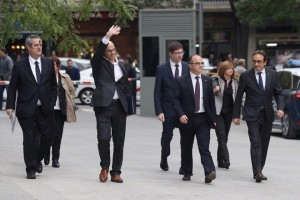 epa06303319 Former Catalan regional ministers (L-R) Joaquim Forn, Raul Romeva, Carles Mundo, Jordi Turull, Maritxel Borras, and Josep Rull, arrive to the Audiencia Nacional (National Court) in Madrid, Spain, 02 November 2017. The Spanish National Court initiated legal proceedings against Catalan politicians involved in the declaration of independence passed in the regional parliament on 27 October 2017. A total of 13 members of the Catalan Government face accusations of rebellion, sedition and embezzlement.  EPA/KIKO HUESCA