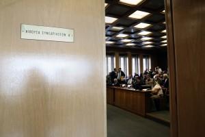 Δικηγόροι, συμβολαιογράφοι και εκπρόσωποι ενώσεων εργαζομένων, συνταξιούχων και ελευθέρων επαγγελματιών παρίστανται στη συνεδρίαση της Ολομέλειας του ΣτΕ όπου πρόκειται να συζητηθεί στο σύνολο του ο ασφαλιστικός νόμος 4387/16 (νόμος Κατρούγκαλου), Αθήνα, την παρασκευή 06 Οκτωβρίου 2017. ΑΠΕ-ΜΠΕ/ΑΠΕ-ΜΠΕ/ΣΥΜΕΛΑ ΠΑΝΤΖΑΡΤΖΗ